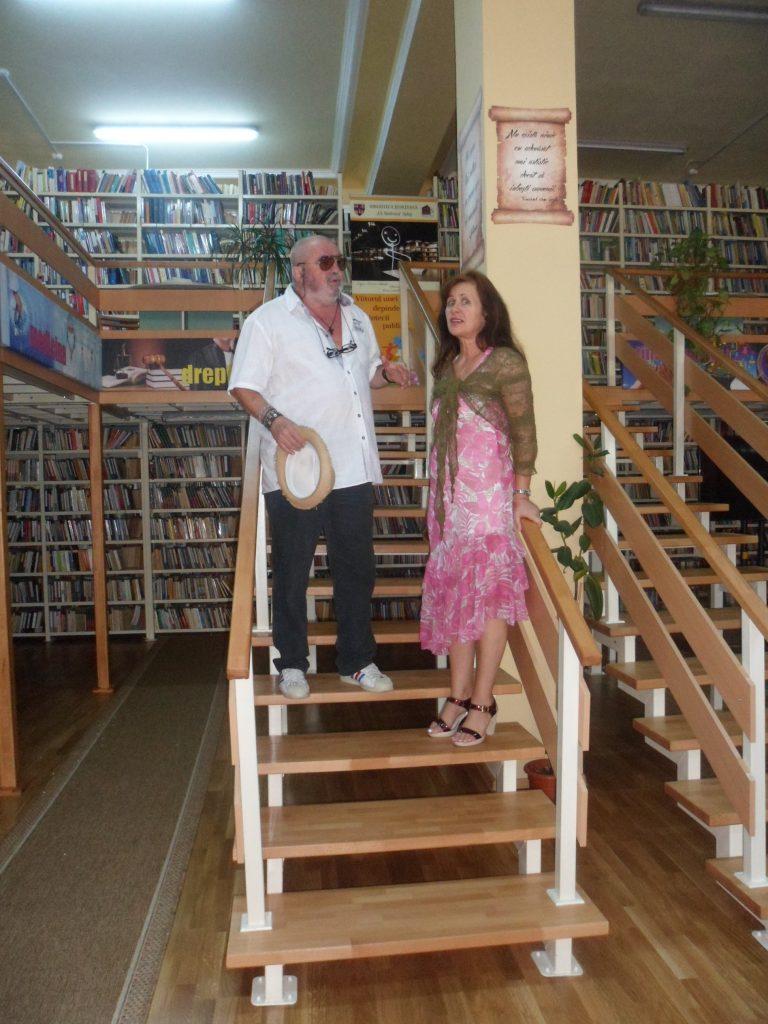 O bibliotecă, un noian de scări spre cunoaștere.